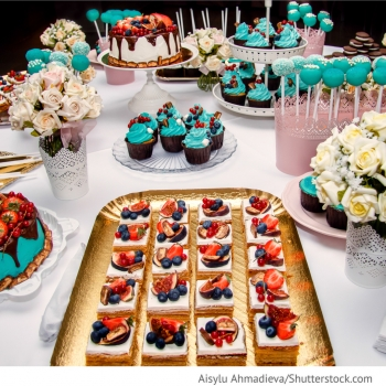 Candy Bar mit Cake Pops und Cup Cakes