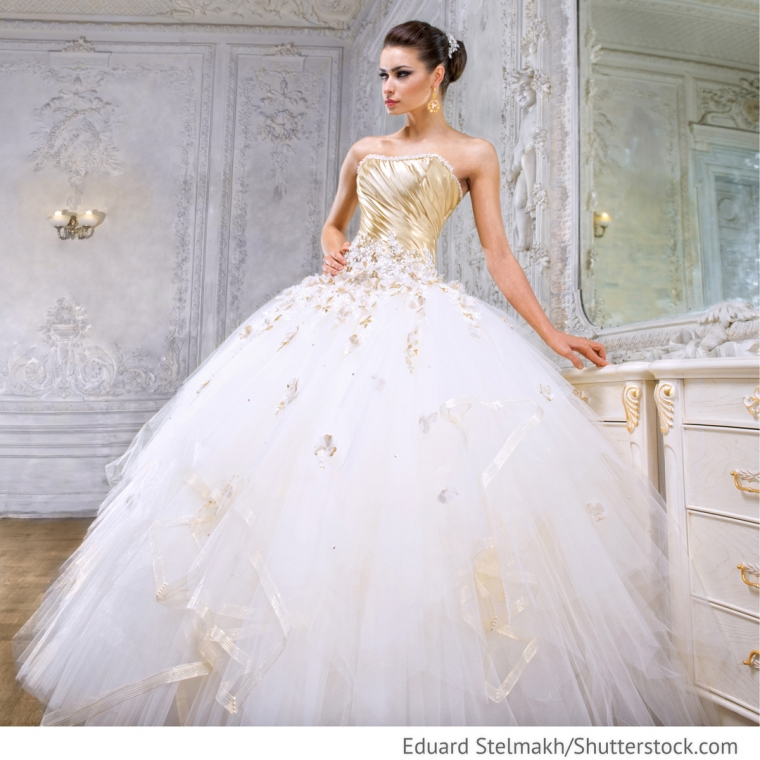 brautkleid creme tailliert mit gold applikation hochzeitsideen f r deutsch russische. Black Bedroom Furniture Sets. Home Design Ideas